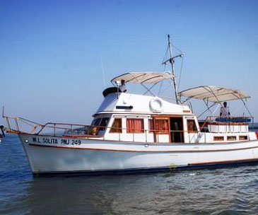 Motor yachts and sailing yacht rental services