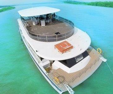 Rent a yacht in Goa and get mocktails free
